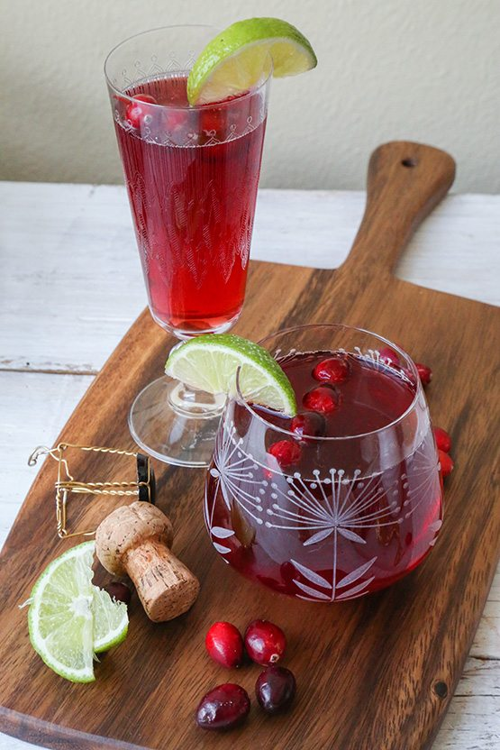 TheChic_sparkling-cranberry-cocktail