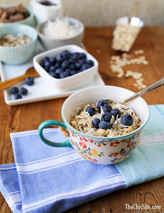TheChic_overnight-oatmeal-with-berries